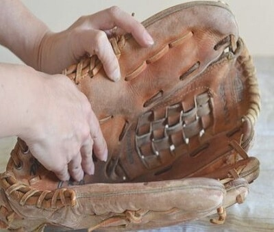 clean a baseball glove